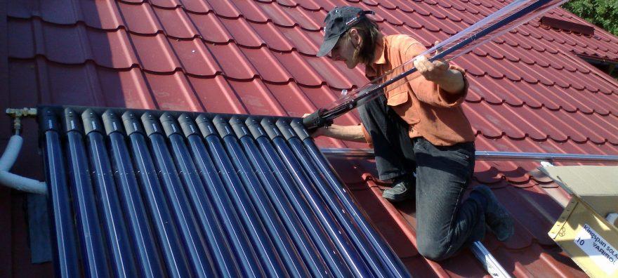 Instalatie solara cu panou solar cu tuburi vidate VarisolDF – incalzire piscina, apa calda, aport la incalzire si racire vara