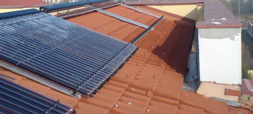 Instalatie solara cu tuburi vidate Thermomax DF100 pentru incalzire piscina, aport la incalzire si aport la incalzire si apa calda menajera
